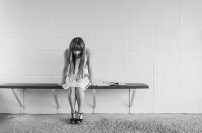 worrying-woman